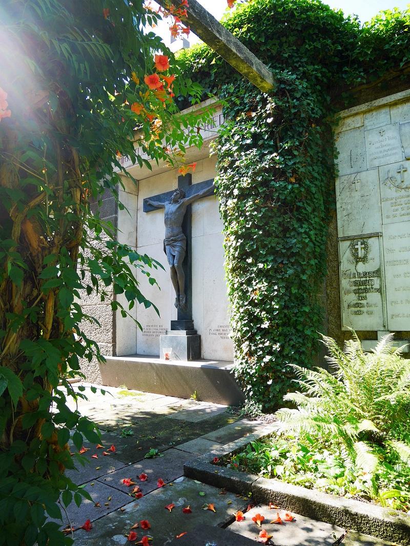 Die Friedhofsmauer (2)